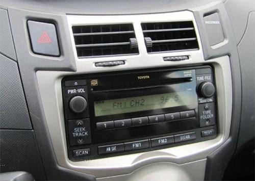 autoradio gps toyota yaris auto radio toyota yaris gps dvd usb hightech. Black Bedroom Furniture Sets. Home Design Ideas